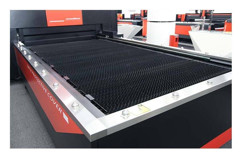 深圳兴百胜金属制品有限公司生产设备展示,更衣柜厂家,铁皮更衣柜,更衣柜图片,更衣柜尺寸。