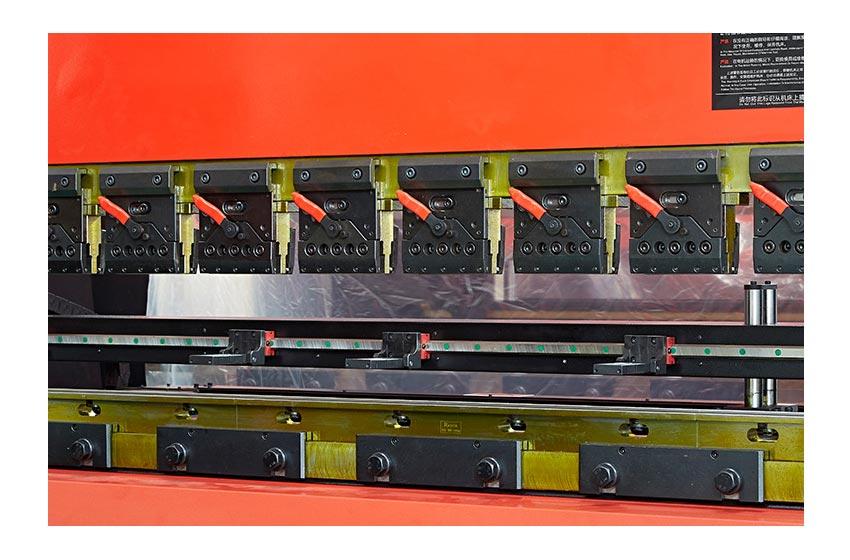 深圳兴百胜金属制品有限公司生产设备展示,密集架厂家,智能密集架,密集架图片,密集架尺寸。